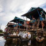 Na wiosłach przez Kampong Phluk